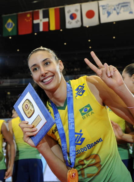 epa01834723 Sheilla Castro of Brazil poses celebrating her MVP title at the FIVB Women's World Grand Prix, in Tokyo, Japan, 23 August 2009. Olympic champions Brazil won their eighth FIVB World Grand Prix title with a 5-0 record by beating Japan 25-21, 25-27, 25-19, 25-19 to retain their Grand Prix crown.  EPA/FRANCK ROBICHON